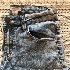 Acid washed skinny jeans with stretch